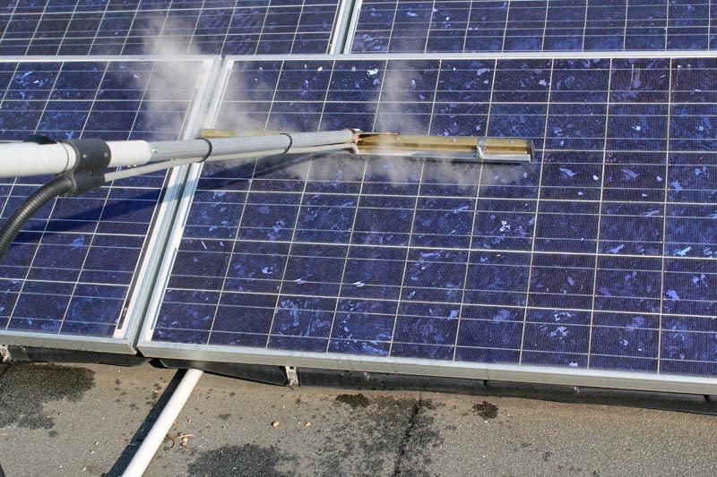 mycie baterii słonecznej